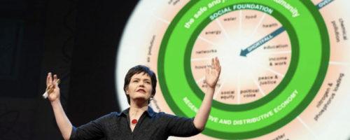 Kate Raworth tijdens haar TED-talk (foto: TED/ Bret Hartman)