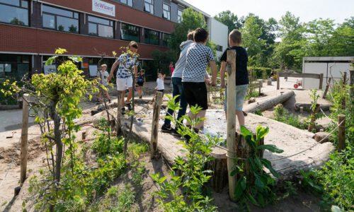 groene schoolplein reportage in de gemeente Deventer in Overijssel; green schoolyard reportage in the Deventer municipality in Overijssel
