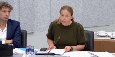 Minister Schouten tijdens de bespreking van de nota Groen in de stad op 27 september 2021